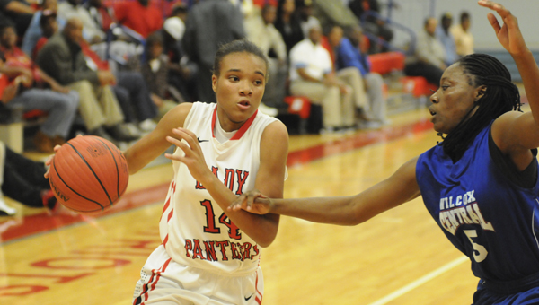 Southside's Ki'Onna Likely dribbles the ball up the floor in the Panthers game against Wilcox-Central Thursday night. Likely scored 22 points in the game to lead all scorers.--Daniel Evans