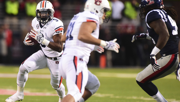 The Tigers' Roc Thomas looks for an open running lane in Saturday's game in Oxford.--Zach Bland